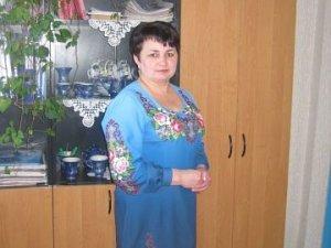 Фото: Полтавська майстриня, чекаючи сина із АТО, вишиває йому сорочку
