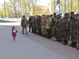 Фото: Фото з Полтави  облетіло інтернет, а малечу охрестили генеральшею