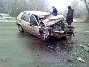 Фото: У Лубнах рятувальники витягли водія з понівеченого внаслідок ДТП авто