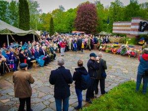 Фото: У Шумейковому урочищі вшанували пам`ять загиблих у Другій світовій війні