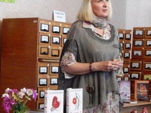 Фото: Відома українська письменниця у Полтаві презентувала свою нову книгу