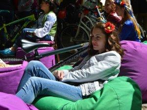 Фото: У вишиванках на велосипедах: в Полтаві відбувся дівчачий велопарад (ФОТО)