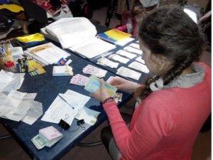 Фото: Полтавці здали макулатури на 26 662 гривні та 20 доларів для допомоги воїнам АТО