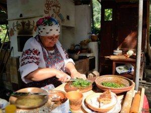 Фото: Полтавців запрошують посмакувати старовинними борщами