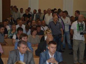 У Полтавській міськраді під галас і бійку підняли ціну на проїзд (ВІДЕО, оновлено)
