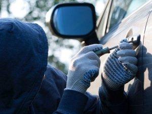 Фото: На Полтавщині неповнолітній обкрадав автомобілі