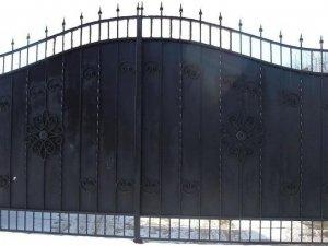 Фото: У Лубнах чоловік викрав ворота з чужої дачі