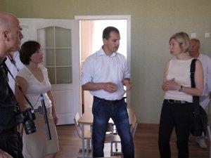 Фото: Німці у Кобеляках знімали фільм та допомогли родинам бійців АТО