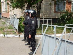 Фото: У Полтаві судять Кернеса: адвокати підсудних дотисли суд - засідання перенесли (ФОТО, оновлено)