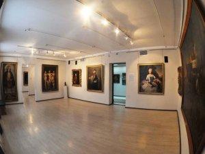 Фото: Німецький принц хоче забрати картини з полтавського музею