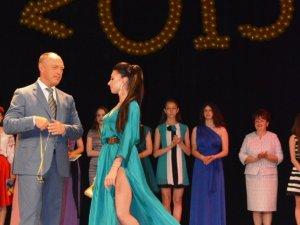Полтавських випускників нагородили медалями (фоторепортаж)