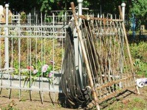 Фото: У Полтавському районі чоловік обкрадав могили
