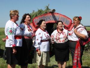 Фото: Традиційні розваги на Шар-Горі, або Як на Полтавщині козацькі традиції зберігають