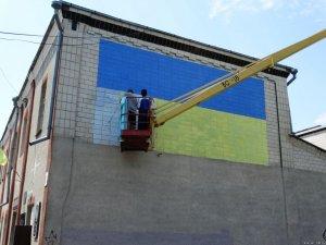 Фото: У Кобеляках зафарбували найбільше зображення Леніна