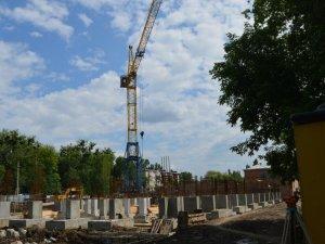 Фото: Міський голова Полтави перевірив, як будують спорткомплекс