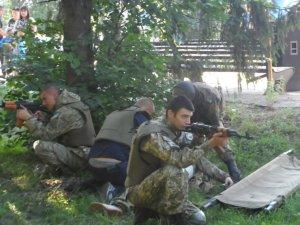 """Фото: У Хоролі бійці """"Азову"""" провели військовий вишкіл"""