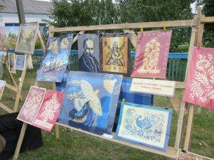 """Фото: На Полтавщині на святі """"Маріїна долина"""" дивували незвичним портретом Шевченка"""