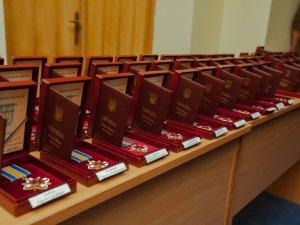 Фото: Загиблих бійців з Полтави нагородили орденом «За мужність»