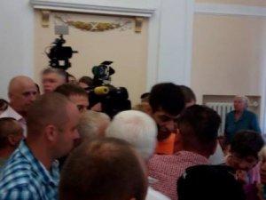 Фото: Олександр Мамай: «Поїхав крізь натовп, бо була загроза моєму життю» (оновлено, фото)