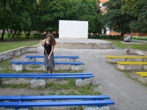 Фото: Полтавці за кілька годин привели до ладу літній кінотеатр у парку