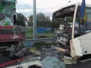 Фото: На Полтавщині в ДТП загинула одна людина та травмувалися ще вісім осіб
