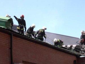 Фото: У Полтаві через неправильний ремонт даху горіла будівля