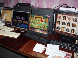 """Фото: У Кременчуці """"накрили"""" підпільне компьютерне казіно"""