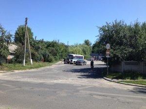 Фото: У Нових Санжарах пасажирський автобус не обминув електроопору (фото)