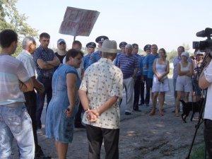 Фото: У Біликах протестують проти скандального свинокомплексу