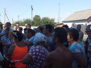 Фото: Жителі Харківців добились, аби свиней з африканською чумою спалювали за селом