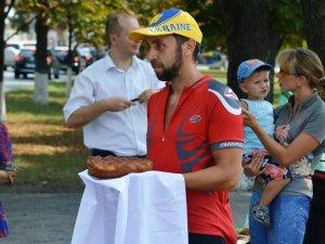 Фото: До Полтави завітали учасники благодійного велопробігу (ФОТО)