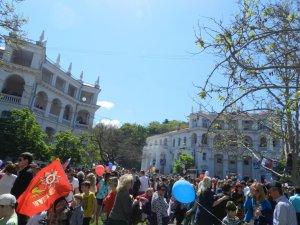 Фото: Кримські будні. «Сними тризуб, а то побьют»