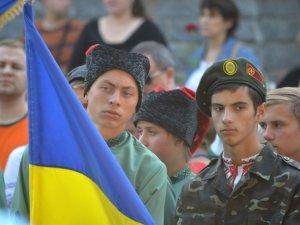 Фото: Над Полтавою замайоріли прапори із зони АТО (ФОТО)