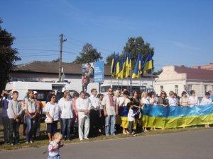Величезні синьо-жовті прапори розгорнули в різних куточках Полтавщини (фото)