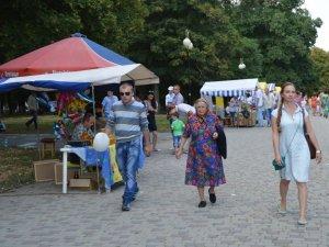 Фото: У Полтаві в День незалежності провели благодійний ярмарок (фото)