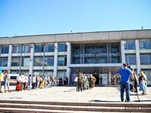 Фото: Кременчужани попрощалися з кіборгом Олегом Фенем (ФОТО)