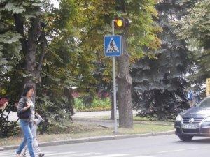 Фото: У Миргороді встановили додаткові мерехтливі світлофори