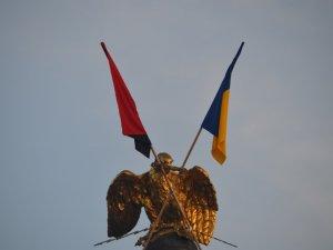 Фото: Полтавському «орлу» повернули прапори (фотофакт)