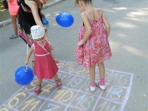 Полтавським дітям та батькам нагадали про дворові ігри (фоторепортаж)