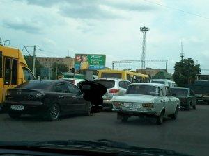 Фото: Полтавці скаржаться на  щоденні затори на Зіньківському переїзді (фотофакт)