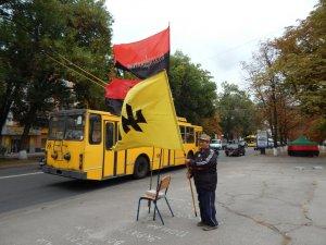 Фото: «Правий сектор» не збирається штурмувати кабінет голови Полтавської ОДА