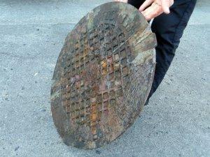 Фото: У Лубенському районі чоловік викрадав люки та здавав на металобрухт