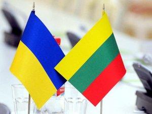 Фото: У Полтаві представники МЗС Литви перевірять, як працює call-центр для учасників АТО
