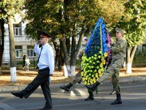 Фото: У Полтаві відзначати День міста почали з вшанування пам'яті полеглих визволителів (фото)