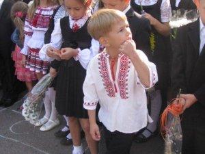 Фото: У школах Полтави продовжують давати платні уроки доброти й патріотизму