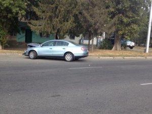 Фото: У Полтаві на узбіччі вже кілька днів стоїть розбитий автомобіль (фотофакт)
