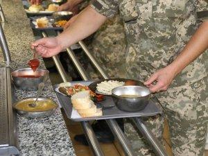 Фото: Стосовно неякісного харчування військовослужбовці можуть поскаржитись  на «Гарячу лінію»