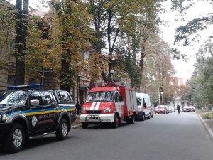 Фото: У Полтаві повідомили про загрозу вибуху у виші – шукають вибухівку