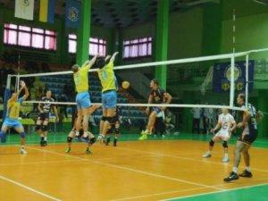 Фото: Волейбольний «Фаворит» поступився на старті сезону