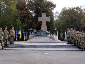 Фото: У Полтаві День захисника України та Покрову почали відзначати з покладання